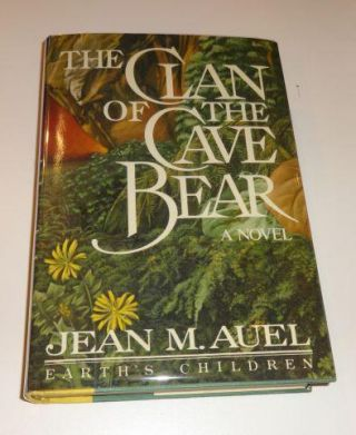 CLAN OF THE CAVE BEAR (Earth's Children). Jean M. Auel.