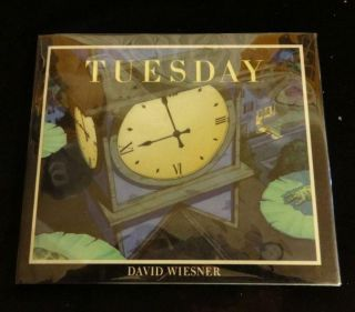 Tuesday (Caldecott Medal Book) (Caldecott Honor Book). David Wiesner.